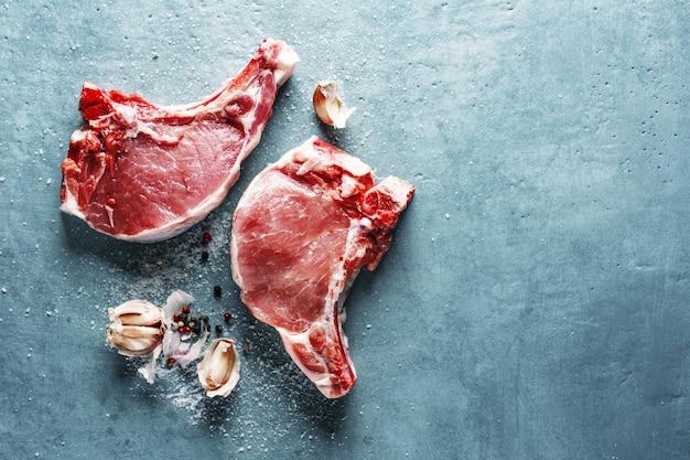 調理用食材と生肉 無料写真
