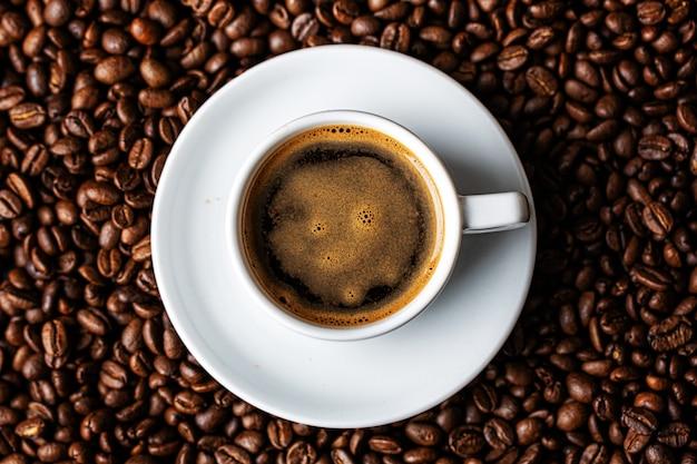エスプレッソコーヒーのカップ Premium写真