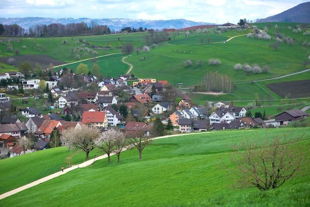 Швейцария, кантон базель, ольсберг; окружение арисдорфа, пейзаж Premium Фотографии