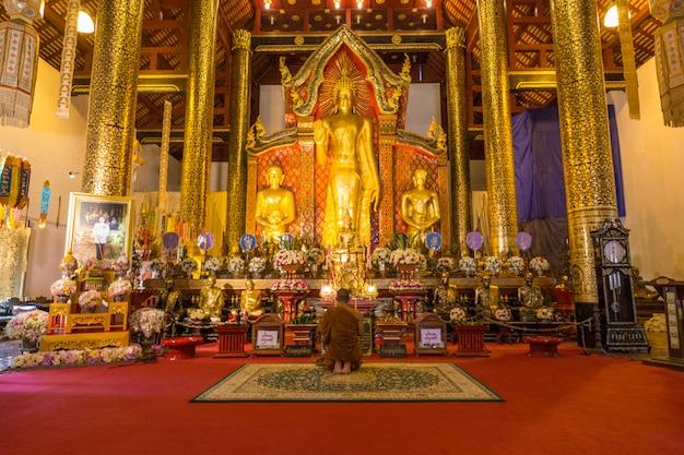 タイの黄金寺院 Premium写真