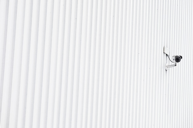 Полосатая стена здания с камерой безопасности Бесплатные Фотографии