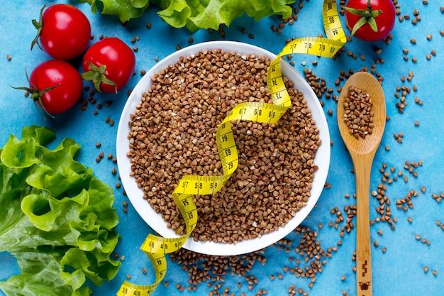 食事、健康的な食事のためのそば穀物 Premium写真