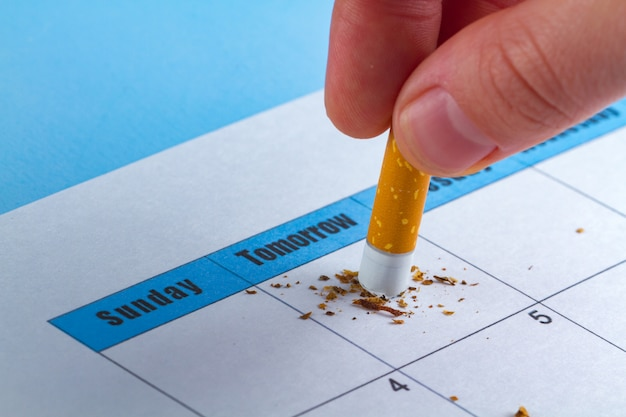 喫煙に害を及ぼします。やる気を起こさせるコンセプト。喫煙をやめようとする Premium写真