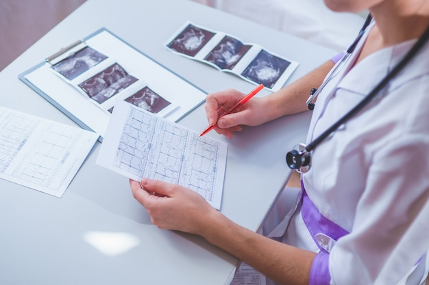 Здравоохранение и медицина. диагностика и лечение заболевания Premium Фотографии
