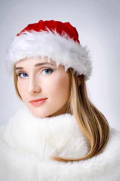 魅力的な若い女性 Premium写真