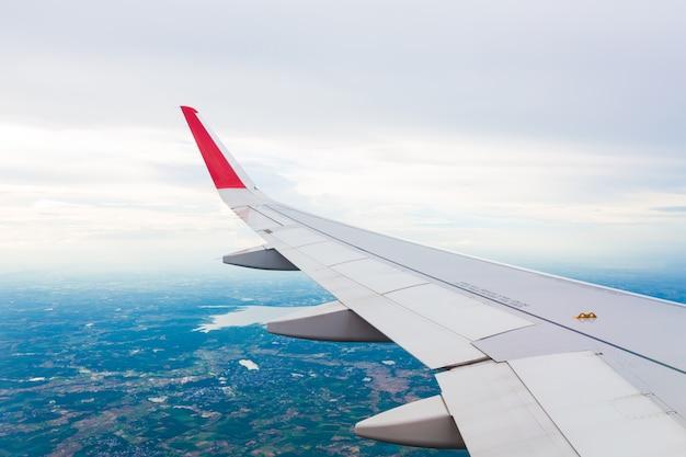 Крыло самолета летать над облаками Бесплатные Фотографии