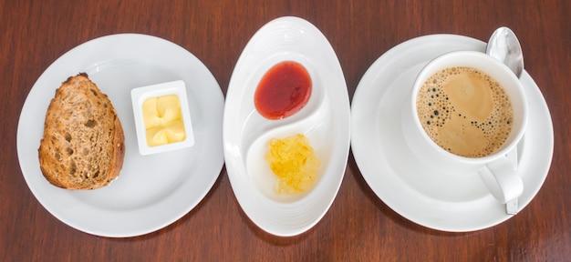 トーストとコーヒーで朝食。 無料写真