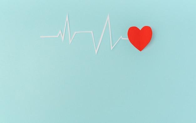 Бумага срез кардиограмма сердечного ритма на день святого валентина. Бесплатные Фотографии