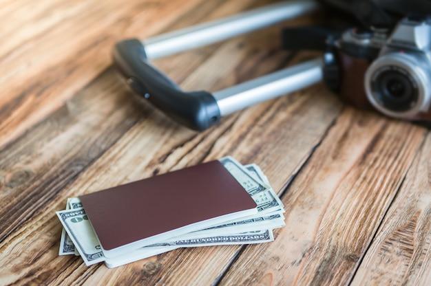 Паспорт и деньги готовы начать путешествие Бесплатные Фотографии