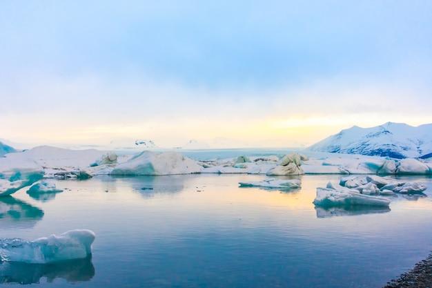 Айсберги в лагуне ледника, исландия. Бесплатные Фотографии