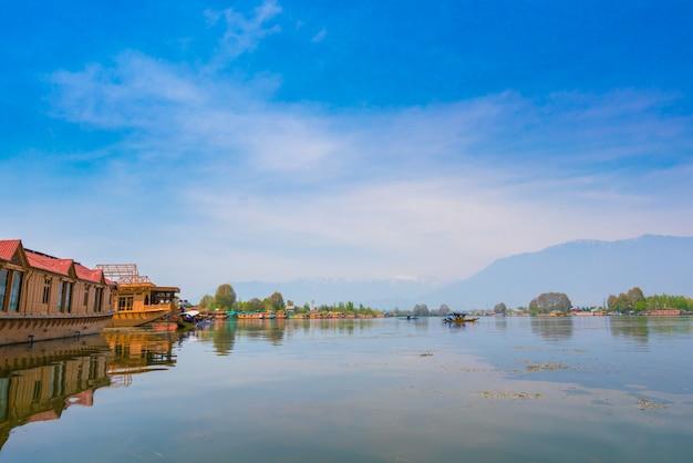 ダル湖、カシミールインド Premium写真