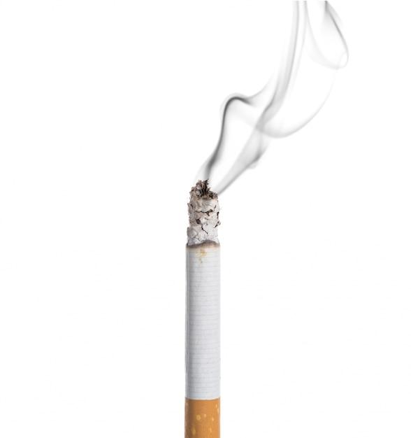 白い背景に燃えるたばこ 無料写真