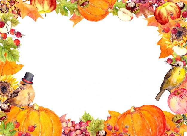 感謝祭のフレーム-鳥、果物、野菜-カボチャ、リンゴ、ブドウ、ナッツ、紅葉、花の果実。日空白、カードを与える感謝の水彩境界線 Premium写真