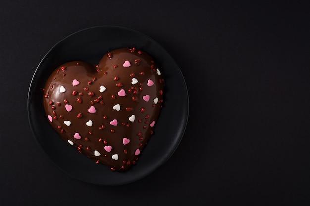 Торт в форме сердца на день святого валентина Premium Фотографии