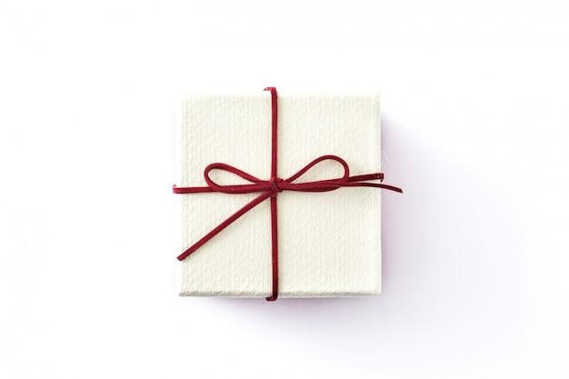 白地に白のギフトボックス。上面図。 Premium写真