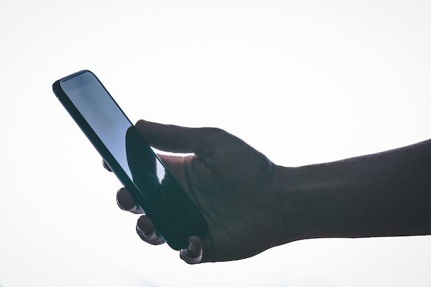 閉じる。バックライトとモダンなスタイルのスマートフォン Premium写真