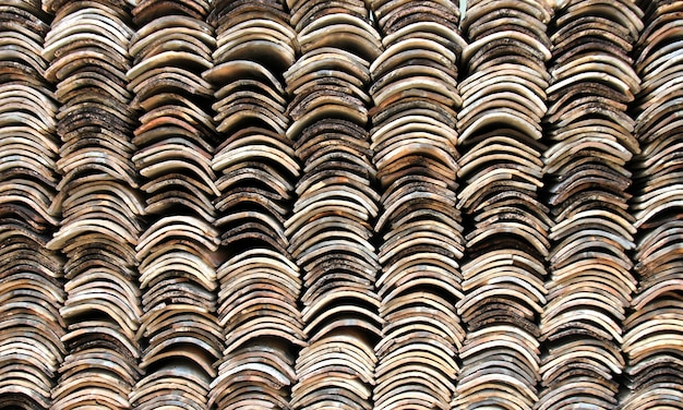 屋根瓦のスタック Premium写真