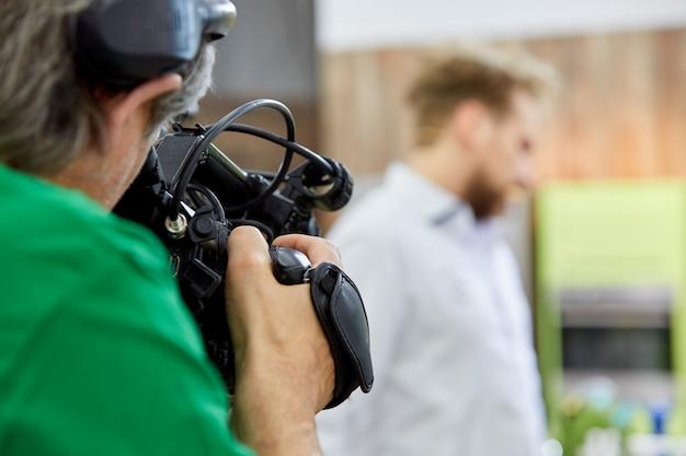 За кулисами съемок фильма или видеопродукции и съемочной группы. Premium Фотографии