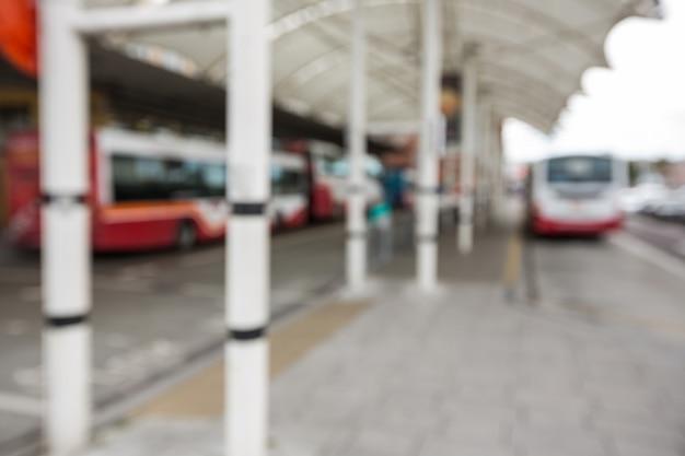 バスの駅に駐車バス 無料写真