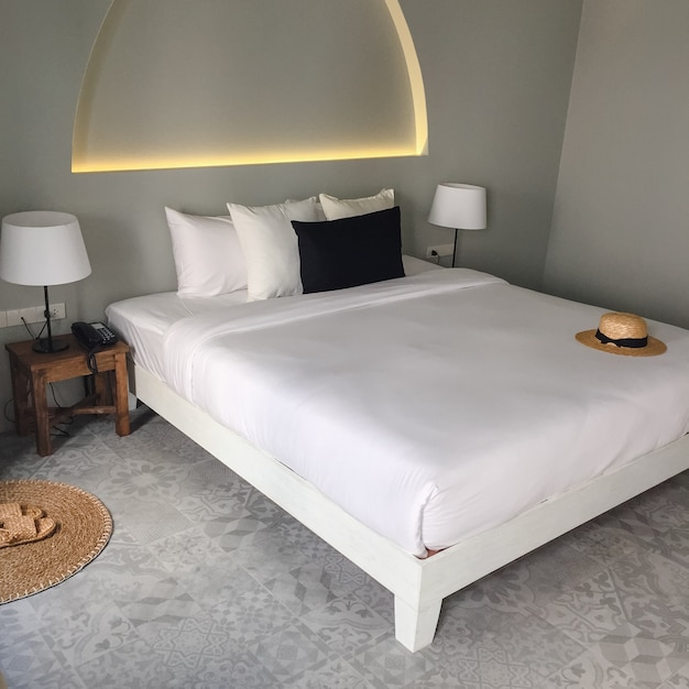 寝マットレス明るいホステルの背景 無料写真