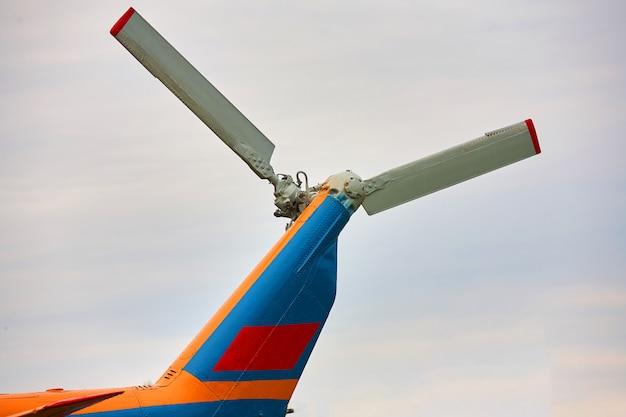 ヘリコプターからのプロペラをクローズアップ Premium写真