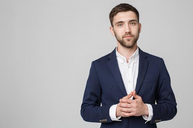 ビジネスコンセプト - 肖像画ハンサムなビジネスマンは、自信を持って顔を手にしています。白色の背景。スペースをコピーします。 Premium写真