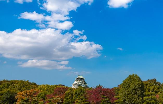春のシーズン中に大阪城 無料写真