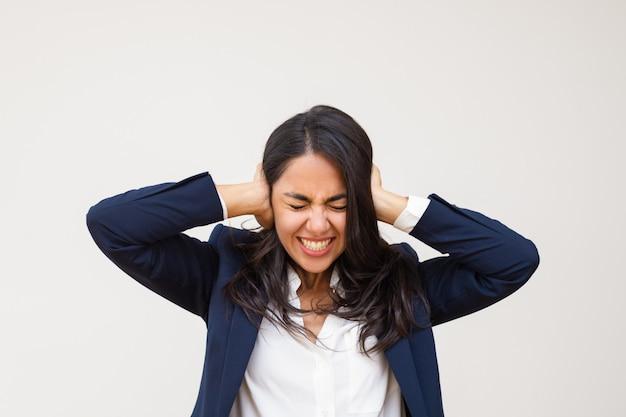 若い実業家の耳を閉じる 無料写真