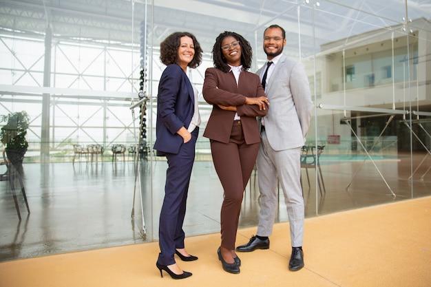 陽気な多民族のビジネスチーム 無料写真