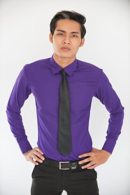 誇らしげな若いアジア人のビジネスマンの肖像 無料写真