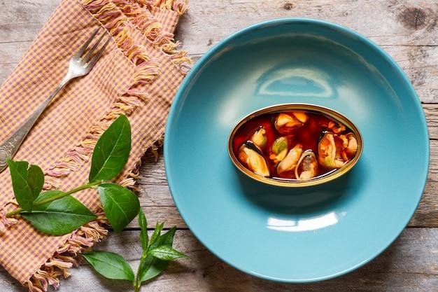 ムール貝の缶 Premium写真