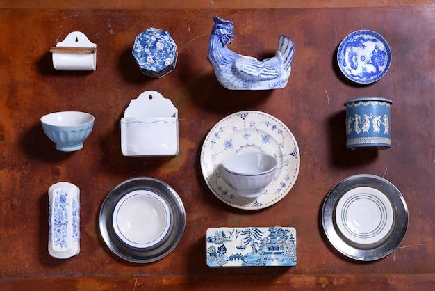 青と白の台所用品のコレクション Premium写真
