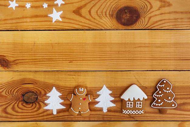 クリスマスのジンジャーブレッドクッキーの背景 Premium写真