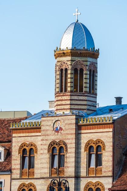 ブラショフ市議会広場のビザンチン様式の教会 Premium写真