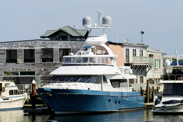 Якорная яхта в бостоне америка Premium Фотографии