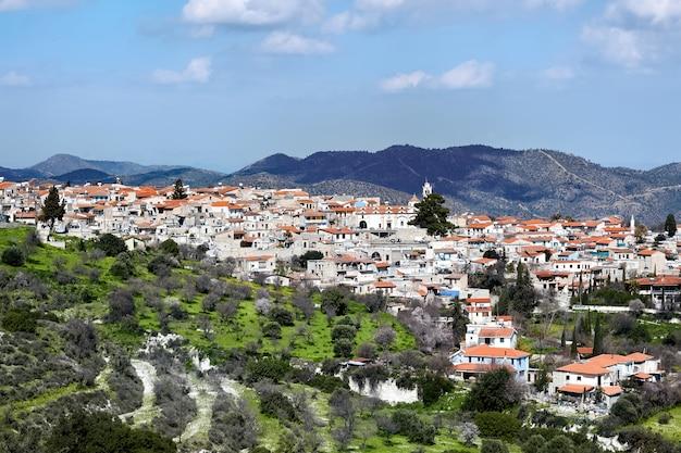 丘の上の旧市街の空撮 無料写真