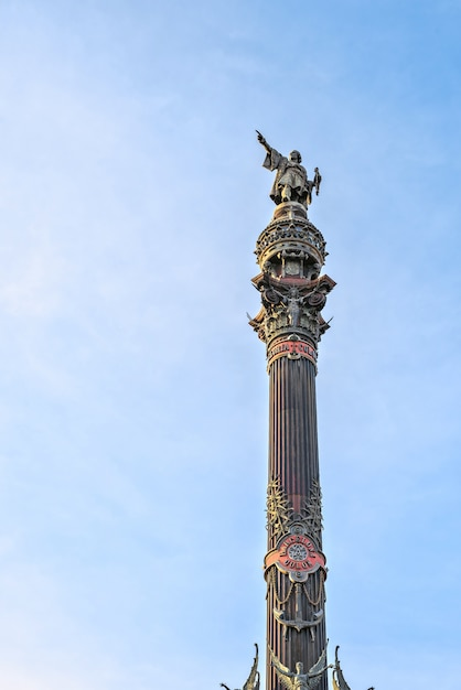 コロンブス記念碑バルセロナ、カタロニア、スペインのウォーターフロントで Premium写真