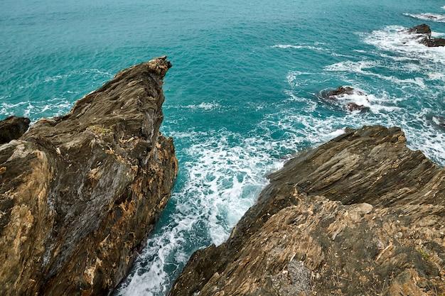 Город аренцано и побережье моря Premium Фотографии