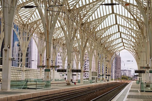 リスボンオリエンテ駅 Premium写真
