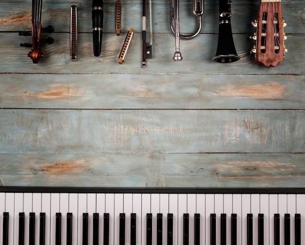 Музыкальные инструменты из дерева Premium Фотографии