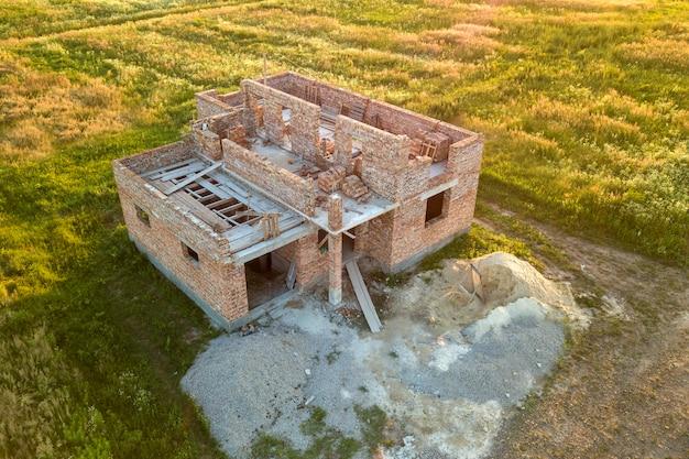 Вид с воздуха на строительной площадке для будущего дома. Premium Фотографии