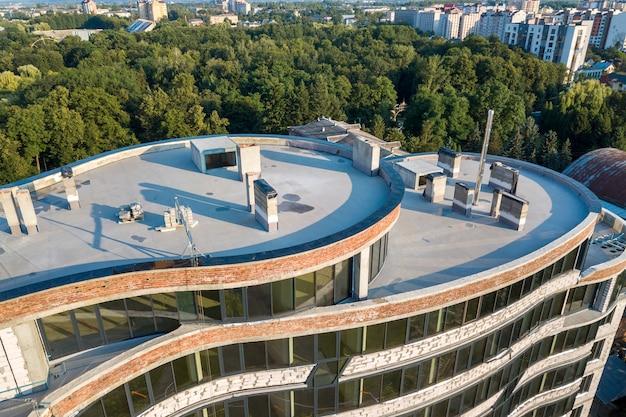 建設中の新しい高層ビルの空撮。 Premium写真