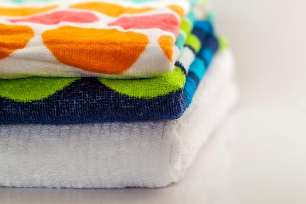 Красочные хлопковые банные полотенца Premium Фотографии