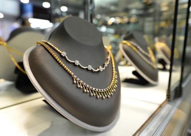 Ювелирные изделия золото и даймонд Premium Фотографии