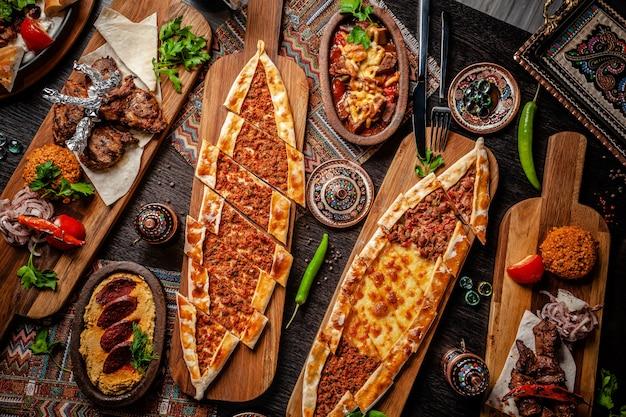 Традиционная турецкая кухня. Premium Фотографии