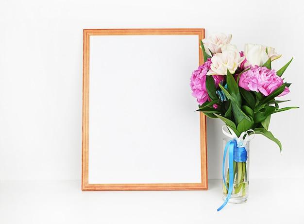 装飾が施された木製の額縁。 Premium写真