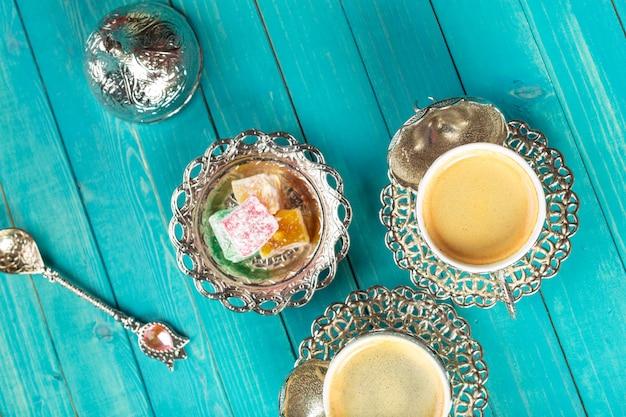 伝統的なトルココーヒーとトルコ料理 Premium写真