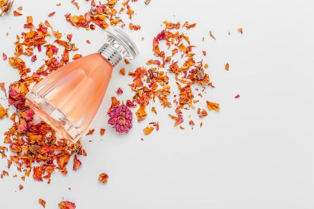 エレガントな女性の香水 Premium写真
