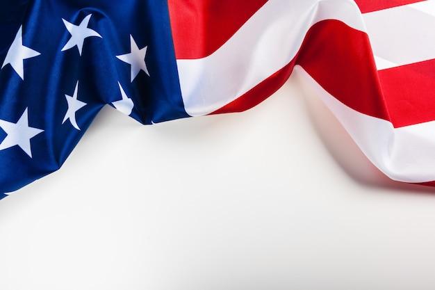 白い背景に分離されたアメリカの国旗の国境 Premium写真