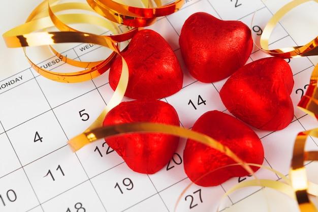 Календарь с датой святого валентина Premium Фотографии